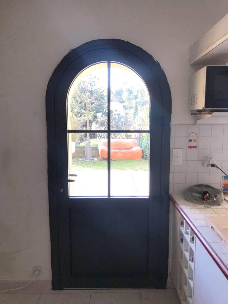 porte fen tre en aluminium cintr e avec vitrage anti effraction fabriqu e en france et pos e sur. Black Bedroom Furniture Sets. Home Design Ideas