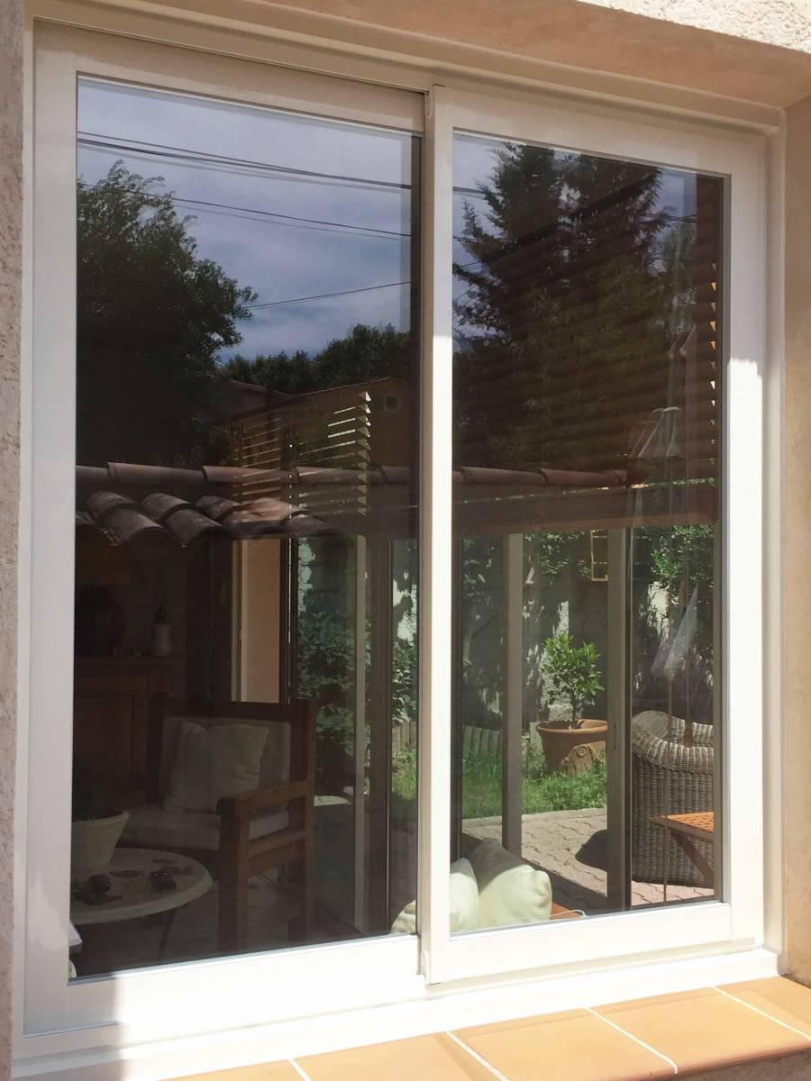 Fenêtre Coulissante Deux Vantaux En Bi Matière Pvc Et Aluminium
