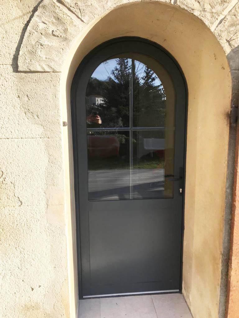 Porte Fenêtre En Aluminium Cintrée Avec Vitrage Anti Effraction