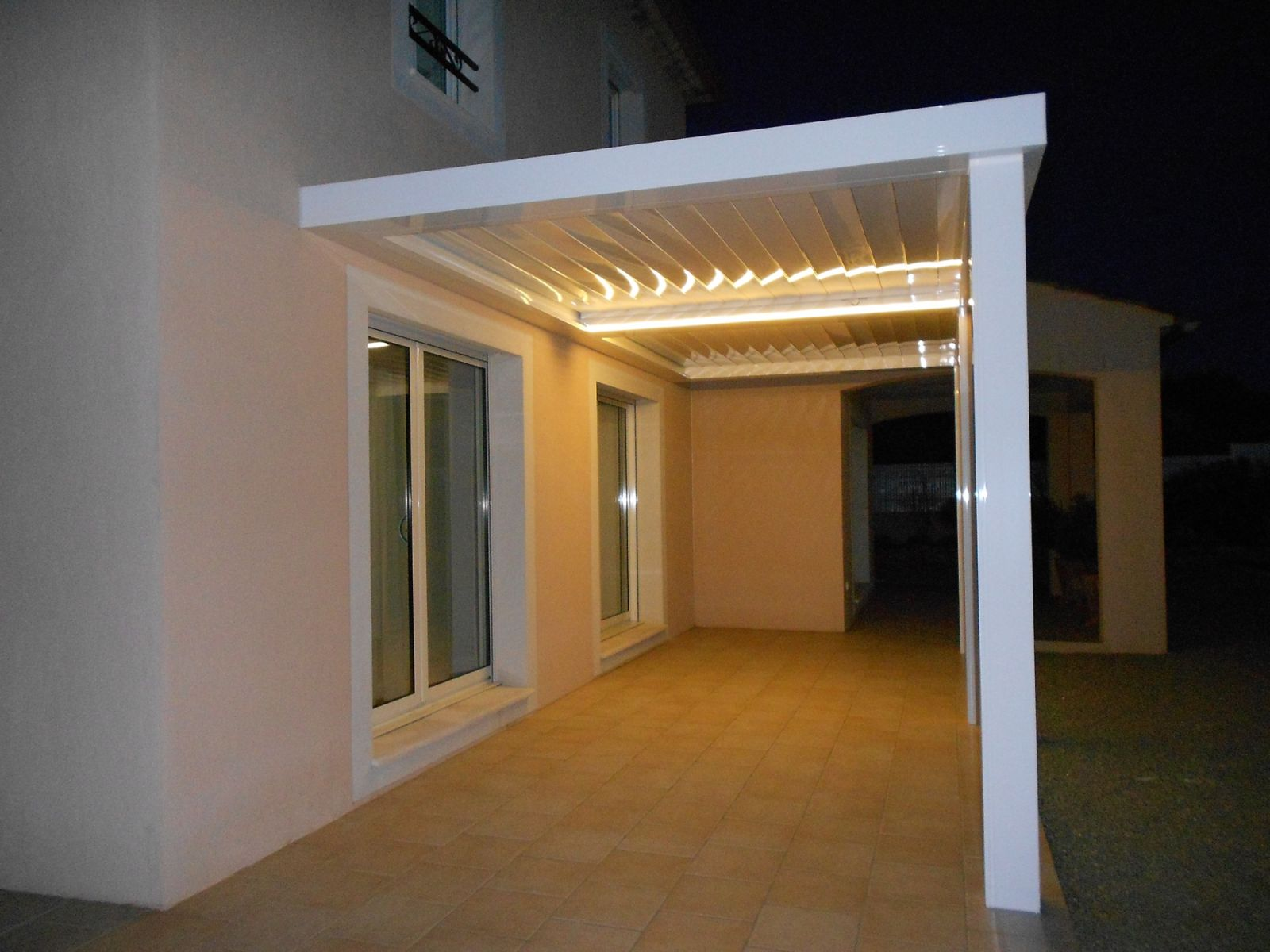 faire fabriquer et installer une pergolas bioclimatique sur mesure en aluminium marseille. Black Bedroom Furniture Sets. Home Design Ideas