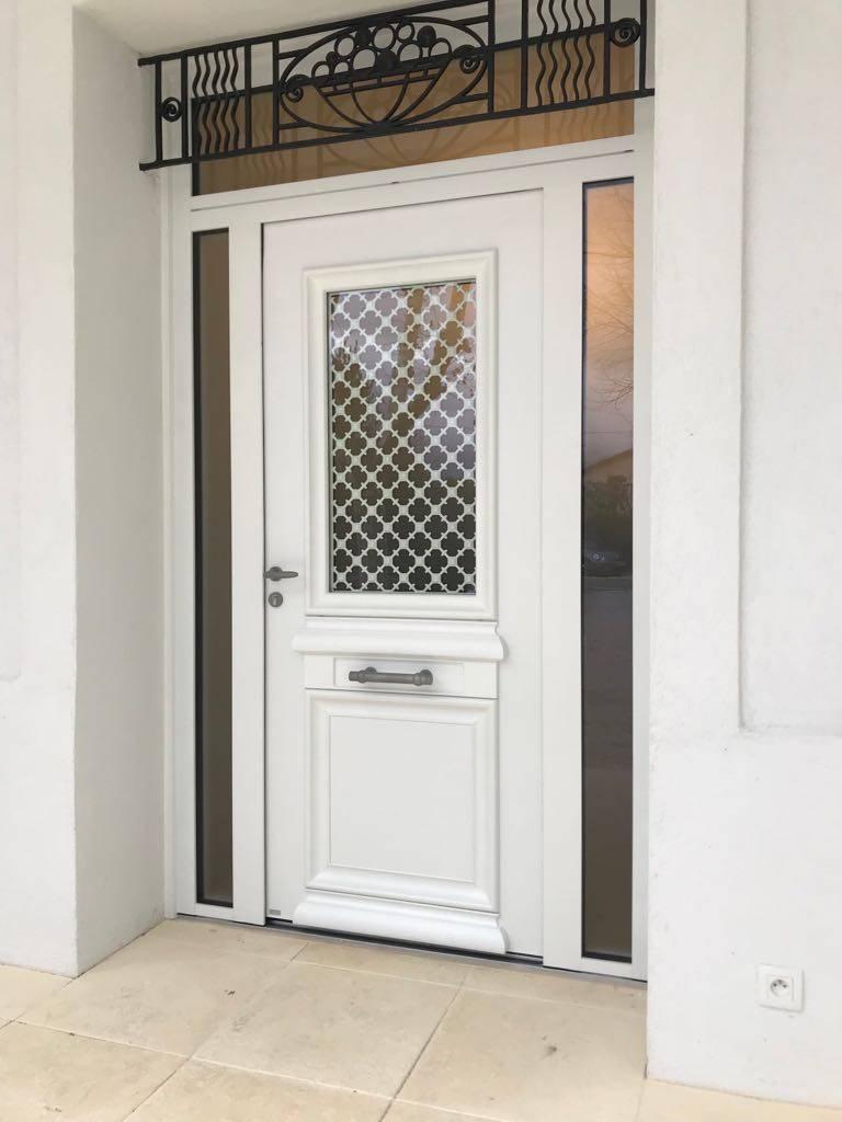 Porte d 39 entr e blanche en aluminium de bel 39 m sur marseille - Porte d entree bel m aluminium ...