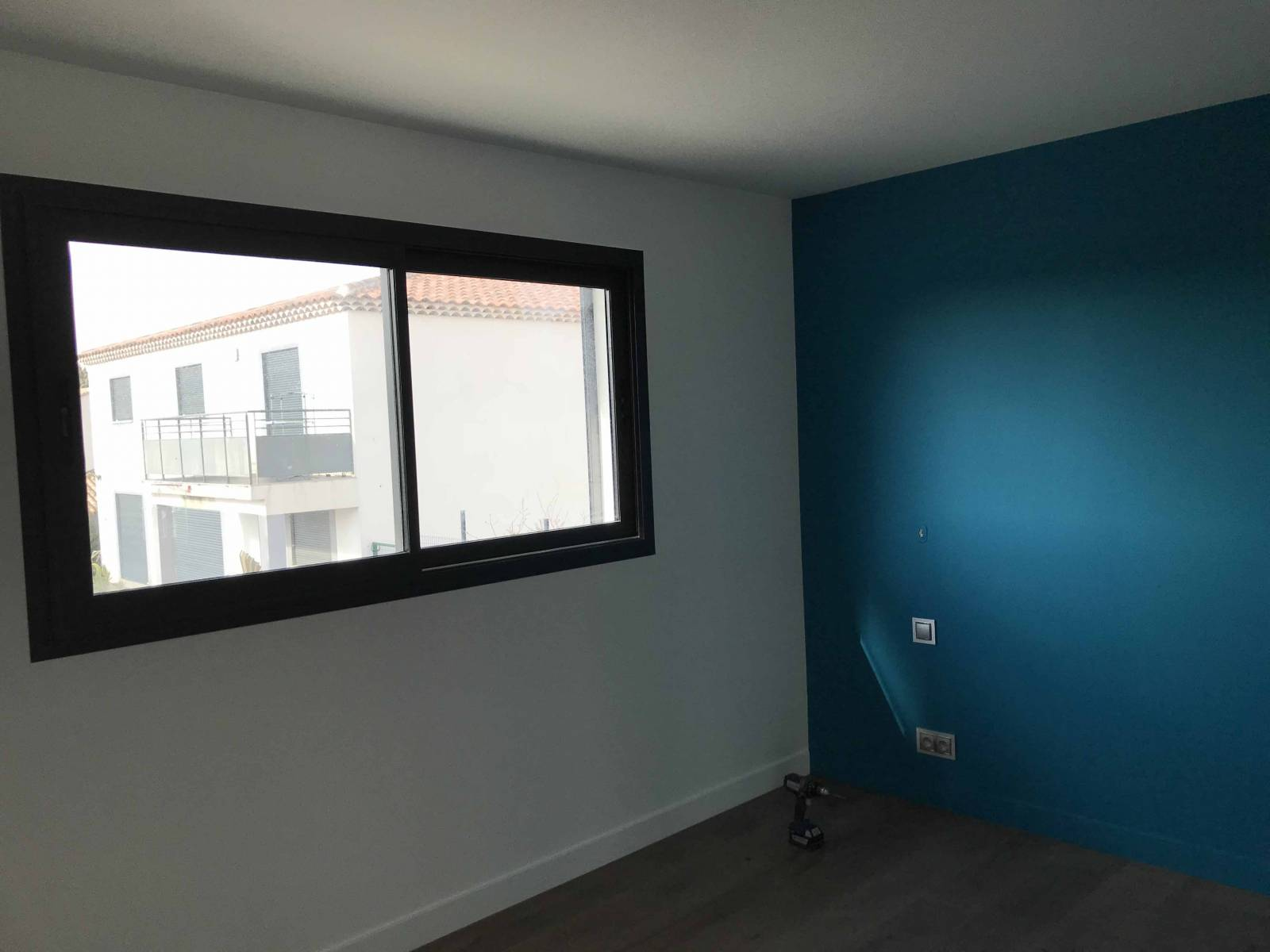 fen tre en aluminium couleur gris anthracite 7016 sur marseille marseille grand sud habitat. Black Bedroom Furniture Sets. Home Design Ideas